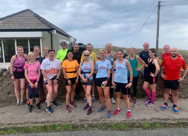 RUN CLUB group photo